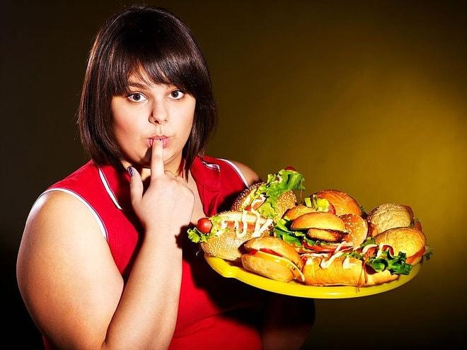 5 факторов, провоцирующих переедание